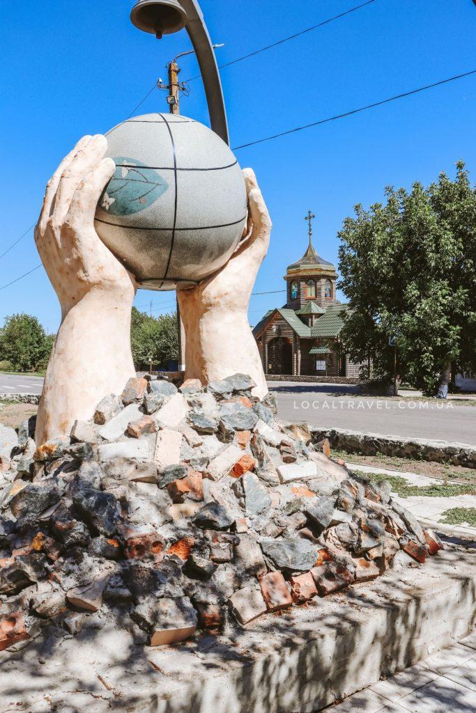 памятник ликвидаторам-чернобыльцам пгт. Веселое