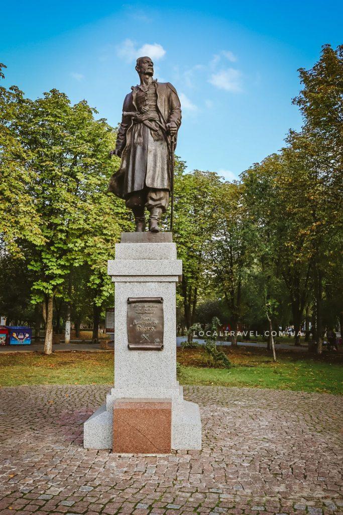 Памятник Ивану Сирко в городе Покров